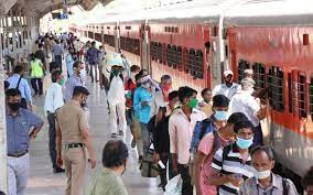 Migrant workers throng stations, corona wreaks havoc... Will trains be closed? Railways responds